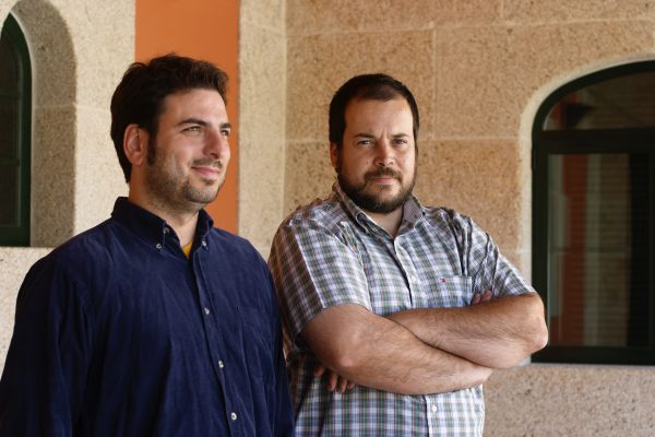 coto_de_gomariz_2 左:醸造家 Xose Lois Sebio (ショセ・ロイス・セビオ) 氏、右:オーナーの息子、Ricardo Carreira(リカルド・カレイラ)
